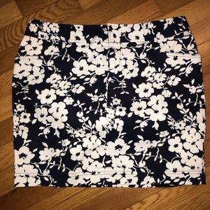 Chaps Navy and white floral pencil skirt 12P